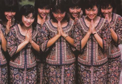 Cabin Crew In Singapore by Singapore Airlines Cabin Crew 6 X 4 Print Sq003 Airobilia