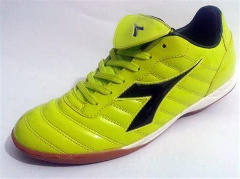 Sepatu Diadora Futsal pin sepatu casual on