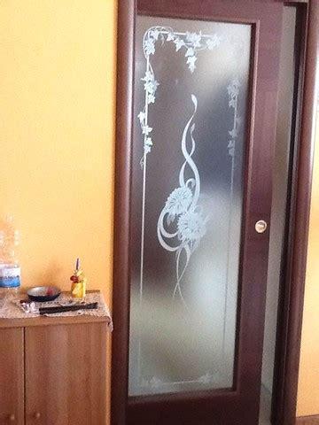 vetri x porte interne vantaggi e prezzi dei vetri sabbiati lavorare il vetro