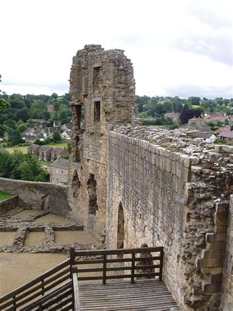 the curtain wall castle with round towers barnard castle