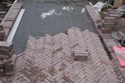 steine für feuerschale ruptos steinwand im wohnzimmer