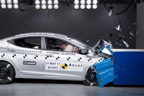 car crash test nissan leaf 5 electric car hyundai elantra