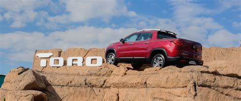 fiat toro bed new fiat toro redefines what it means to drive a pickup truck