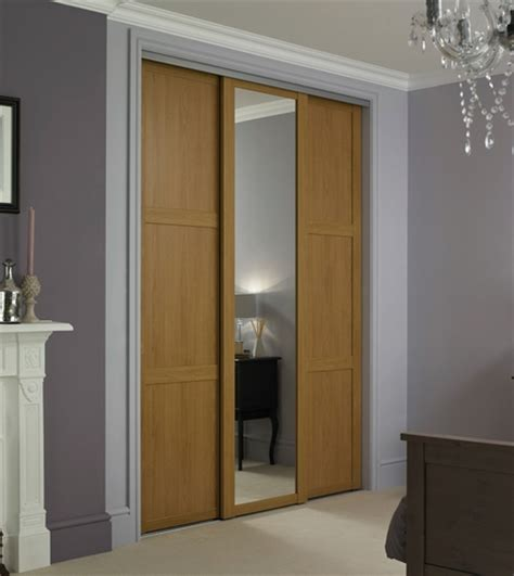 Howdens Bedroom Wardrobe Oak Shaker Panel Mirror Door Sliding Wardrobe Doors