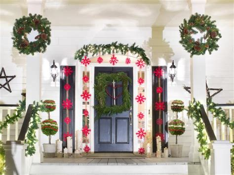 15 Diy Outdoor Holiday Decorating Ideas Hgtv S | 15 diy outdoor holiday decorating ideas hgtv s
