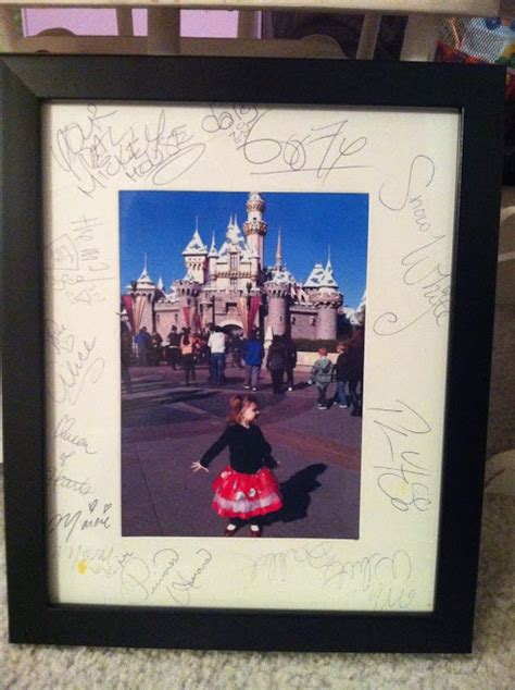 use a picture frame mat for autographs at disneyland