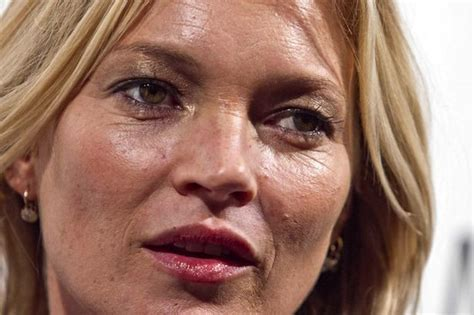 Anistons New Likes Kate Moss And Cocaine by Kate Moss And Donatella Versace Age After Milan And