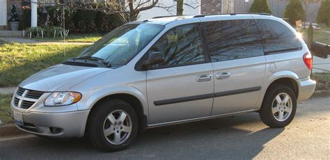 how cars engines work 2007 dodge caravan navigation system file 05 07 dodge caravan jpg wikimedia commons
