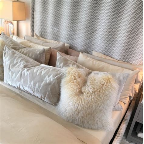 khloe kardashian bedroom kourtney kardashian shares photo from khloe s bedroom