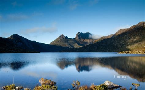 bing wallpapers as desktop background mountain lake dawn reflections on dove lake cradle mountains tasmania