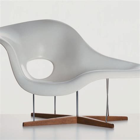 La Chaise Ongue by La Chaise Eames Chaise Longue Vitra Ambientedirect