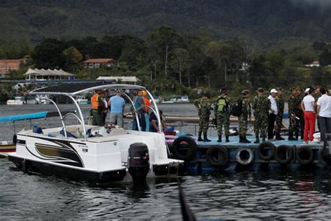 colombian boat sank colombia tourist boat sinks 6 dead 31 missing says
