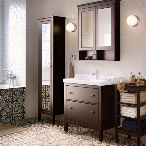 ikea badezimmer schublade ein badezimmer mit hemnes waschbeckenschrank mit 2