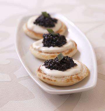 caviar recettes cuisine blinis au caviar cr 232 me et estragon les meilleures