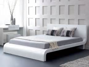 Roma modern platform bed in glossy white with curved headboard