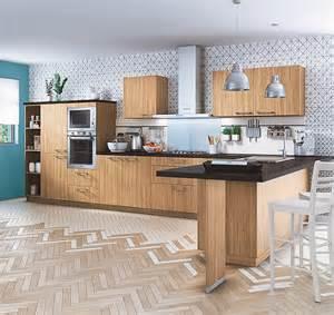 cuisine sur mesure en bois clair cette cuisine 233 quip 233 e 224