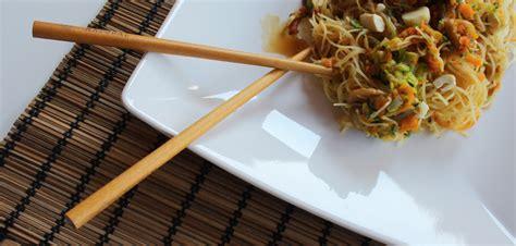 come cucinare spaghetti di riso cinesi ricetta spaghetti di riso con verdure confoodential it