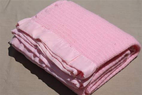 Cottage Garden China - 60s vintage bed blankets soft acrylic amp thermal weave blanket in retro candy pink