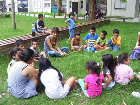 imagenes de niños jugando reales aprender jugando una de las principales claves para el
