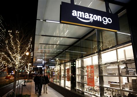 amazon go amazon go shoppers are lingering and making repeat visits