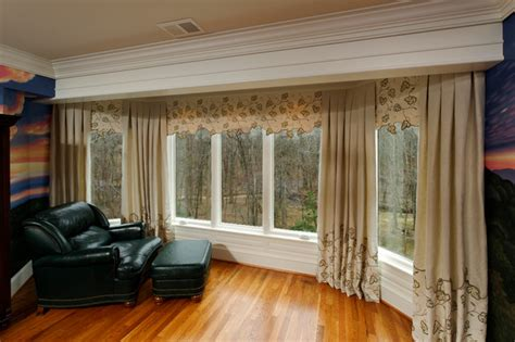 Living Room Bay Window Treatments Leafy Canopy Award Winning Bedroom Bay Window Treatment