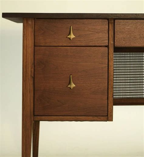 Broyhill Brasilia Desk by Broyhill Brasilia Premier Walnut Desk At 1stdibs