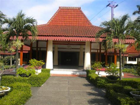 Minyak Kutus Kutus Cirebon informasi belajar anak interaktif rumah adat provinsi
