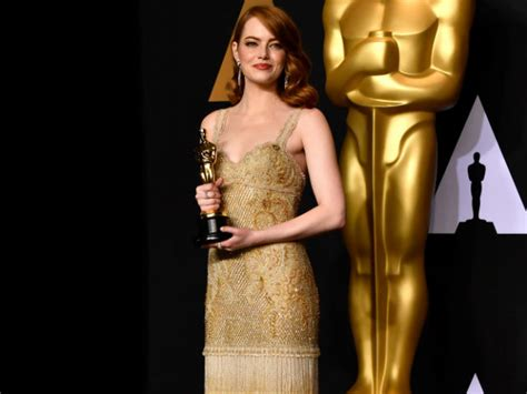 emma stone upcoming movies 2017 oscars 2017 what emma stone said backstage makes envelope