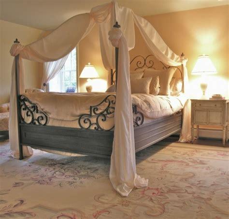 agréable Peinture Chambre Adulte Zen #5: chambre-vintage-d%C3%A9co-chambre-vintage-d%C3%A9co-chambre-adulte-zen-lampe-de-chevet-gros-lit-%C3%A0-baldquin-3.jpg