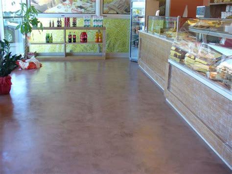 pavimento spatolato foto pavimento in microcemento lucido effetto spatolato