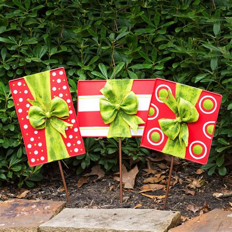christmas gift box door decoration and lawn ornaments set