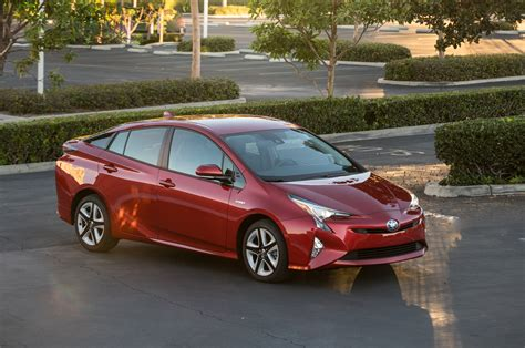 prius toyota review 2016 toyota prius drive review motor trend