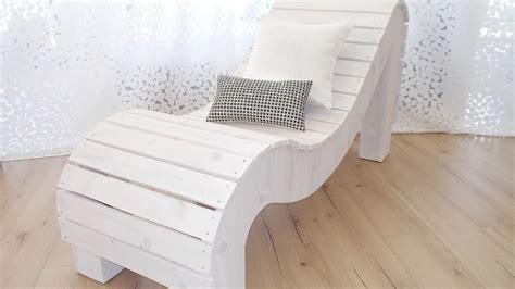 sillon hecho de palets sofa tantrico hecho de palets reciclados renatodecoracion