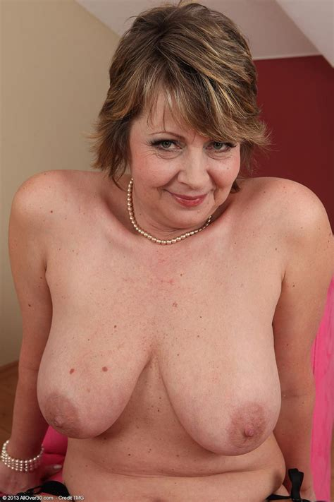 Horny busty mature In Stockings Pichunter