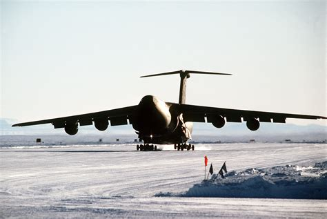 File:A C-5B Galaxy aircraft lands on the ice runway near ...