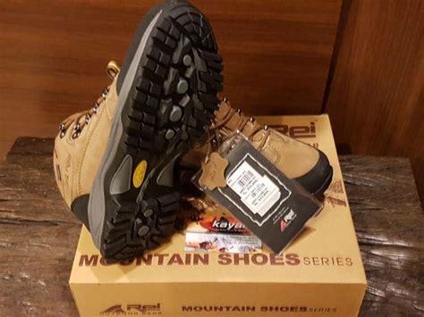 Sepatu Merk Rei 8 rekomendasi sepatu untuk kegiatan outdoor