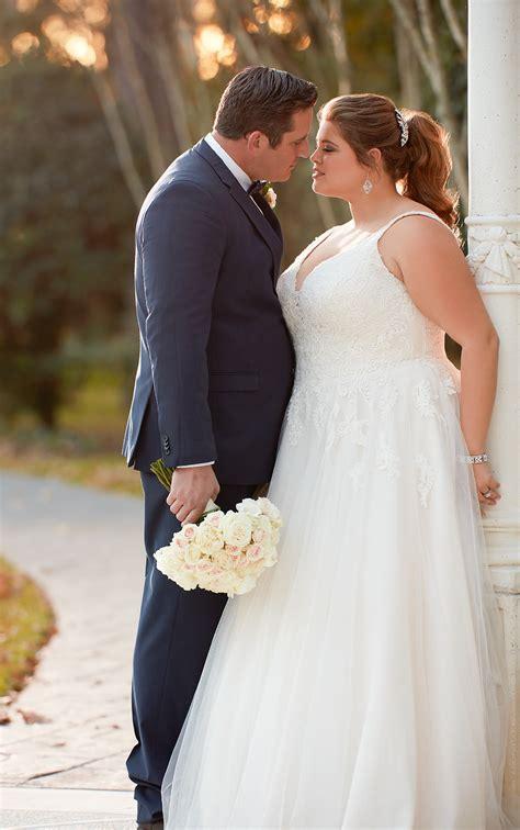 modest    size wedding dress stella york
