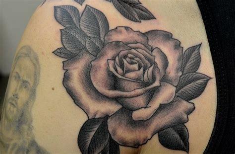 de tatuajes de rosas tatuajes de rosas en blanco y negro