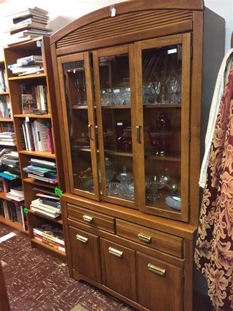 Vintage Oak Broyhill China Cabinet W Unique Pulls Good Con Broyhill China Cabinet Vintage