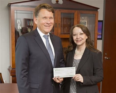 Hbu Mba Classes by Fleet Manager Of Year Davis Presents Scholarship Check