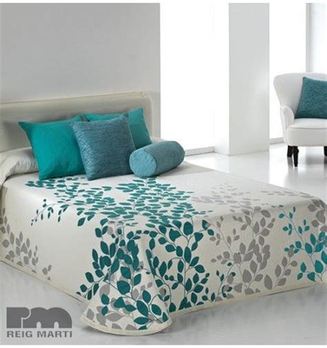 des couvre lit 25 best ideas about couvre lit on couvre lits lit une place and couvre mur