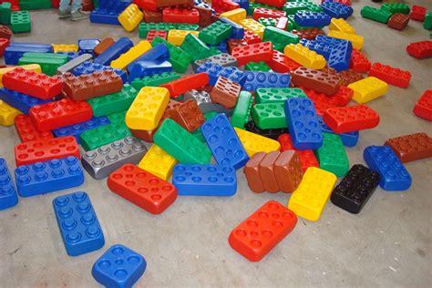 speelgoed huren grote lego blokken huren bouwblokken van partyhome