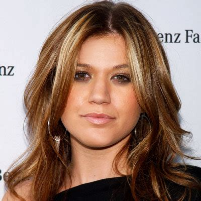 what does kelly clarksons hair look like in back kelly clarkson s changing looks instyle com