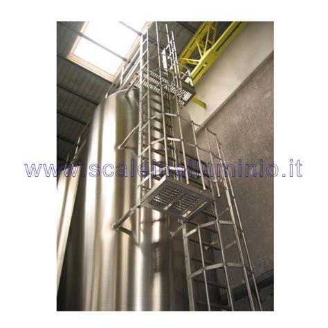 scale con gabbia scale con gabbia di protezione in acciaio