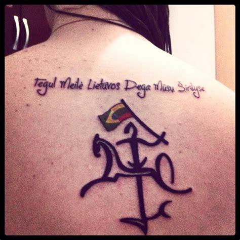 lithuanian tattoo stilizuotas lietuvos vytis dviguba veliava