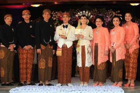 profil jokowi dan keluarga era soekamto bagi tips memilih batik untuk pernikahan