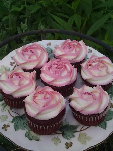 what shade of frosting for over 50 best 20 rose cupcake ideas on pinterest rose frosting