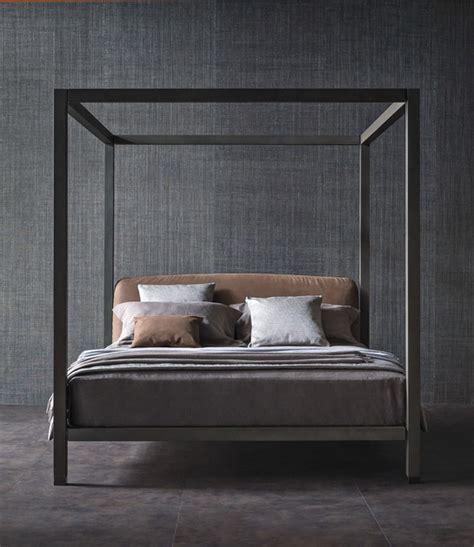 letti a baldacchino in legno letto in legno con testiera imbottita ari letto a