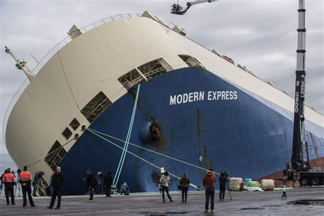 News Roundup Wrecked Cargo Ship And Behaving Badly by The Day In Photos February 5 2016