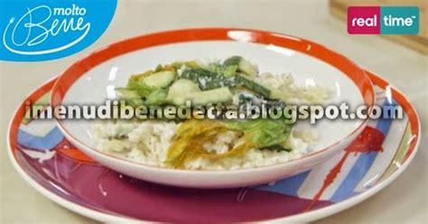 pasta fiori di zucca e ricotta pasta con ricotta zucchine e fiori di zucca fritti la